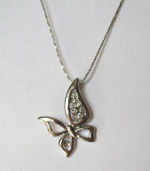 Кулон с цепочкой в виде асимметричной бабочки