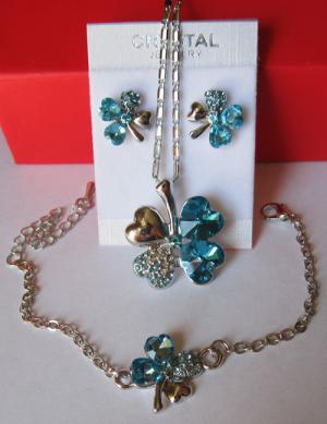 Комплект бижутерии с цветами из голубых кристаллов