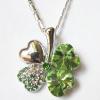 Кулон с цепочкой и зелеными кристаллами