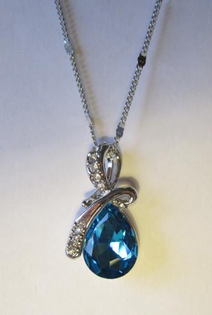 Кулон с цепочкой с белыми фианитами и синим кристаллом
