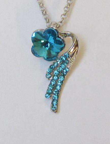 Кулон с цепочкой в виде голубого цветка