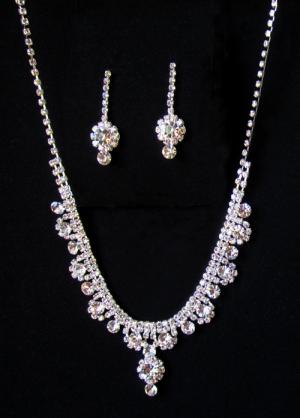 Комплект вечерней бижутерии ожерелье и серьги со стразами