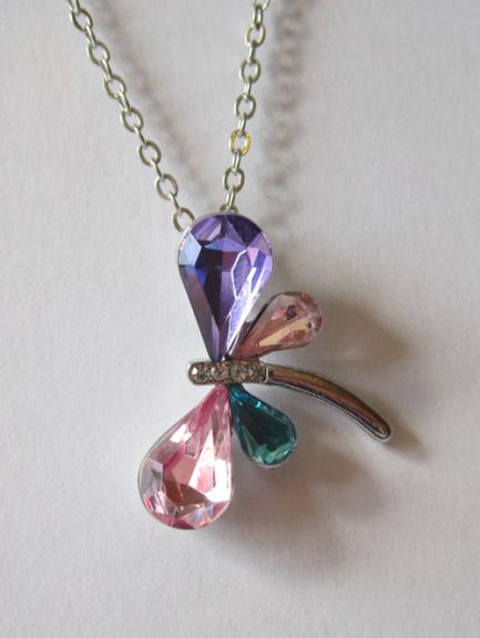 Кулон с цепочкой в виде стрекозы из разноцветных кристаллов