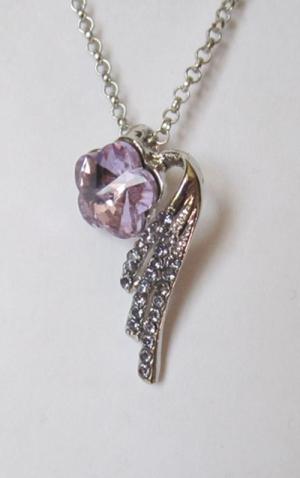 Кулон с цепочкой в виде цветка с розовым кристаллом