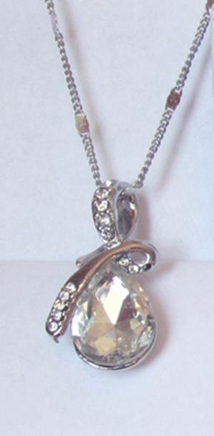Кулон с цепочкой фианитами и белым кристаллом