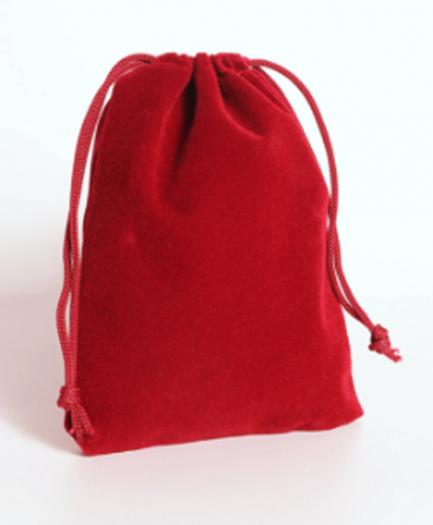 Бархатный мешочек красного цвета
