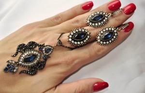 Комплект восточный серьги, кулон с цепочкой и кольцо с синим камнем