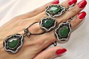 Комплект бижутерии из коллекции Великолепный век с зеленым камнем