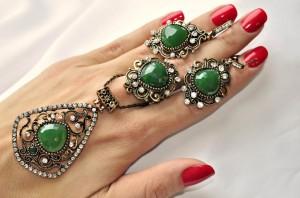 Набор в восточном стиле с зелеными камнями