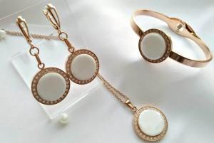 Набор украшений с белыми круглыми керамическими вставками