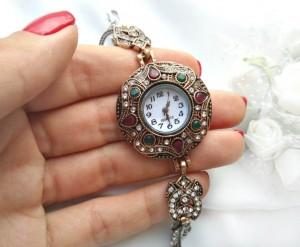 Часы кварцевые вставки из чешского стекла и имитации натурального камня