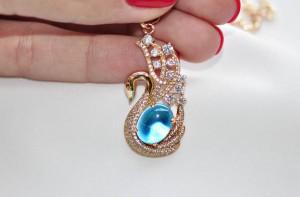 Фианитовый кулон в форме лебедя с голубым камнем