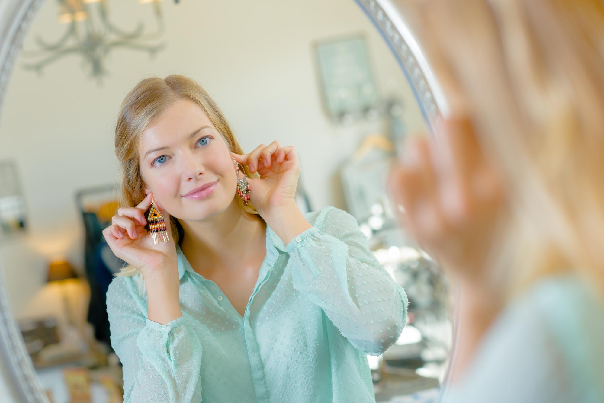 Как носить серьги люстры? Правила ношения сережек до плеч
