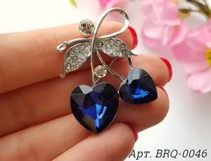 Брошь родированная с синим чешским стеклом два сердечка