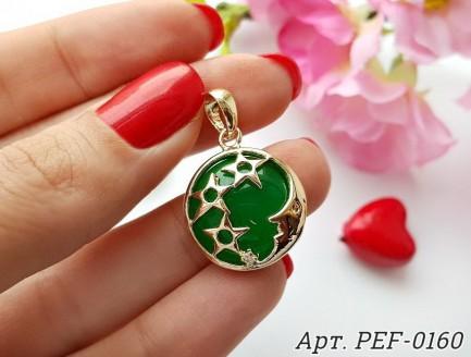 Кулон позолоченный с зеленой эмалью