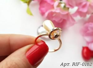 Кольцо с вставкой под янтарь R-0320 на цветном фоне