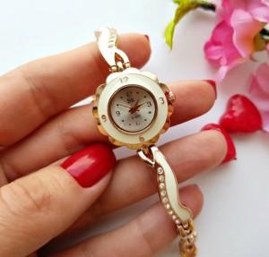 Часы позолоченные с фианитами и белой эмалью