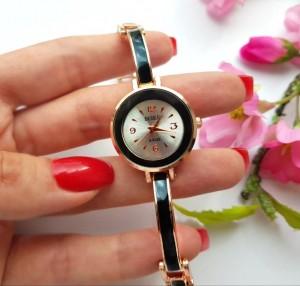 Часы с вставками из черной эмали