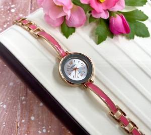 Часы кварцевые с браслетом из розовой эмали