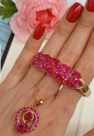 Комплект бижутерии с розовыми фианитовыми вставками