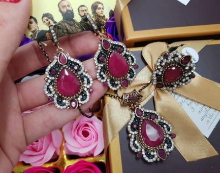 Комплект серьги, кольцо, кулон с красным камнем