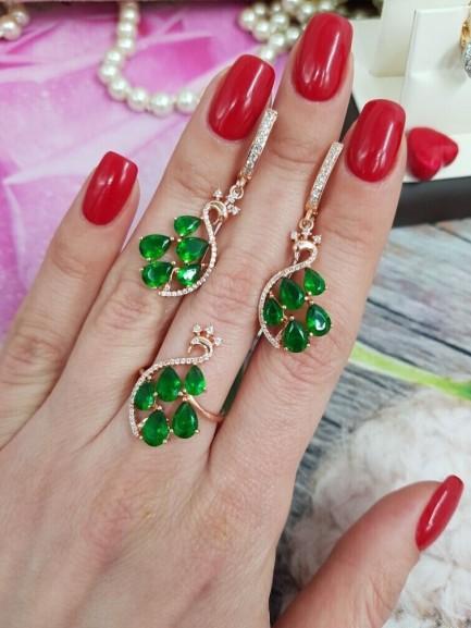 Комплект серьги и кольцо с зелеными фианитами