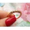 Кольцо с фианитовыми вставками RIF-0013 на цветочном фоне