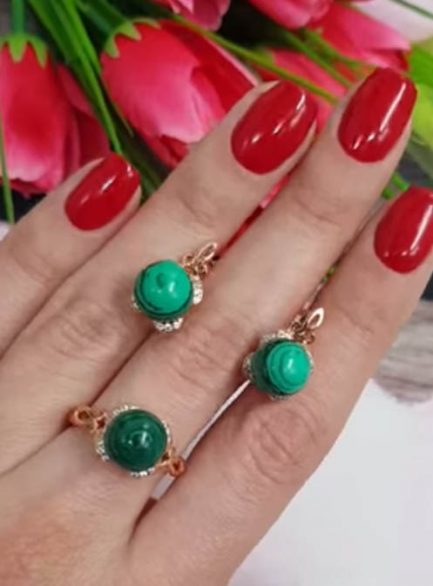 Комплект кольцо и серьги с вставками под малахит