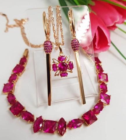 Комплект позолоченной бижутерии с розовыми фианитами