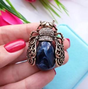 Брошь родированная в виде жука с синим камнем