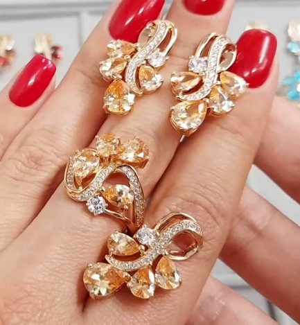 Комплект кулон, кольцо, серьги с фианитами под янтарь