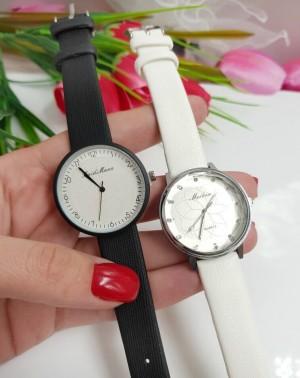 Часы женские кварцевые с белым и черным ремешком