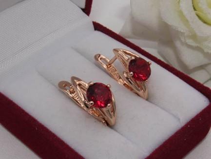 Серьги позолоченные с красными фианитами E-501 цена