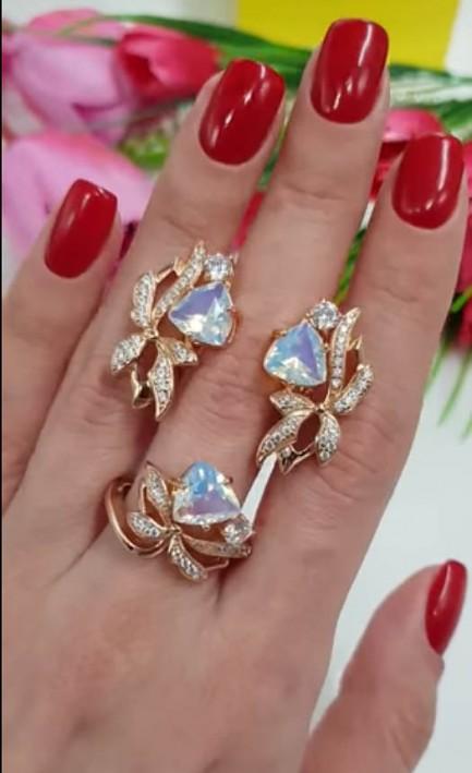 Комплект кольцо и сережки в виде цветка с фианитами