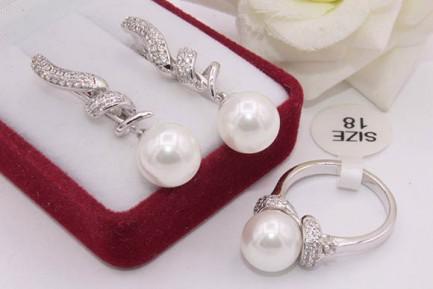 Комплект жемчужной бижутерии для свадьбы