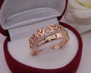 Кольцо позолоченное с фианитами R-0049 цена