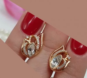 Серьги позолоченные с кристаллами Сваровски и фианитами E-735-white цена