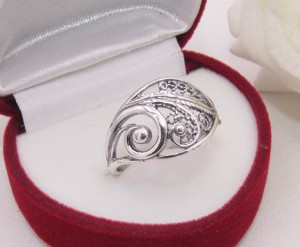 Кольцо ажурное с серебряным покрытием R-0094 недорого