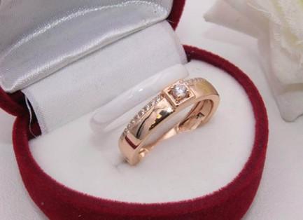 Кольцо двойное позолоченное с керамикой и фианитами R-0143 бижутерия