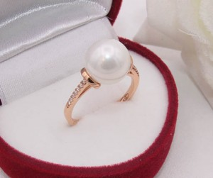 Кольцо с жемчугом и фианитами R-0184 недорого