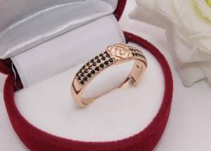 Кольцо фианитовое с позолотой R-0196 недорого