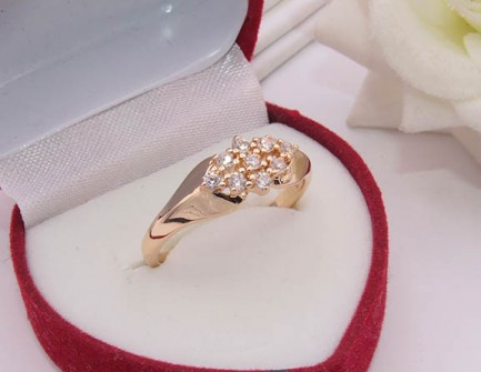 Кольцо фианитовое с позолотой R-0209 медицинское золото
