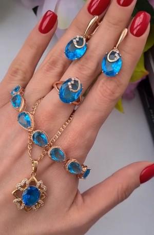 Комплект бижутерии с голубыми фианитами