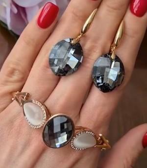 Набор позолоченной бижутерии с черными кристаллами Сваровски
