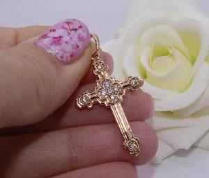 Крест с белыми фианитами и позолотой