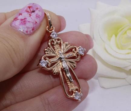 Крест с белыми фианитами и комбинированным покрытием