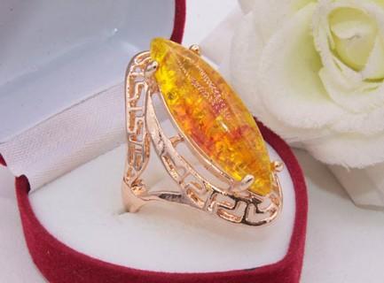 Кольцо с позолотой и имитацией янтаря R-0232 цена