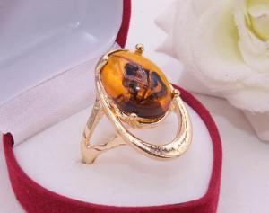 Кольцо позолоченное с имитацией янтаря R-0268 медицинское золото