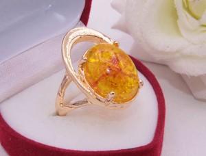 Кольцо с позолотой и искусственным янтарем R-0269 стоимость