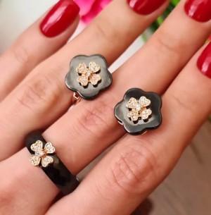Комплект керамической бижутерии с фианитами в виде цветов